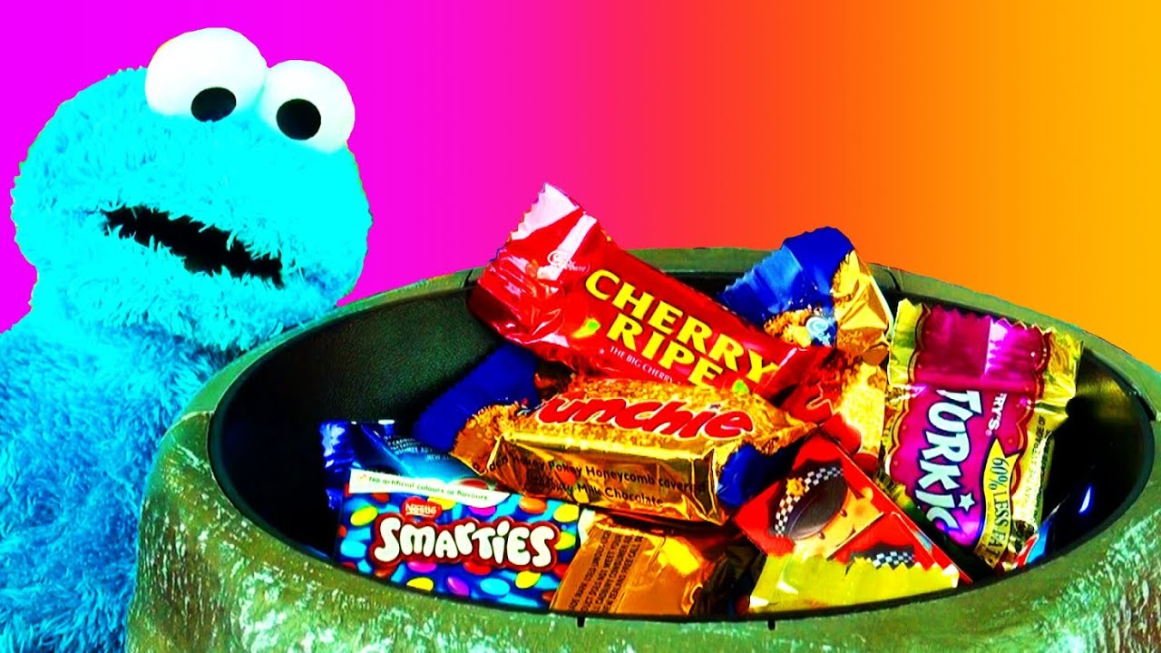 halloween scary prank candy bowl surprise trick or treat with cookie monster thomas friends 2013 youtube