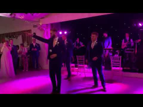 groomsmen-surprise-wedding-dance
