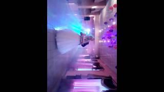 Танец лучшего друга, на свадьбе