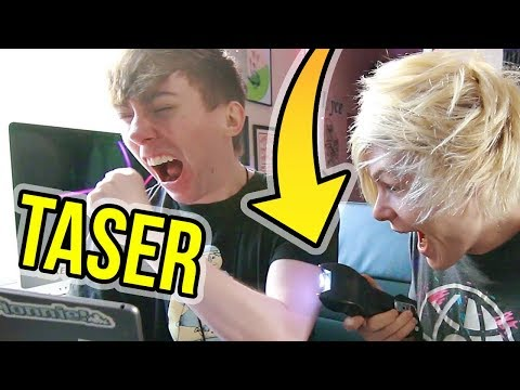 ROOMMATE SHOCKED ME WITH A TASER!! (Robby & Lonnie)