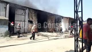 Incendiu izbucnit la un depozit de lemne de pe strada Interioară. Intervin pompierii