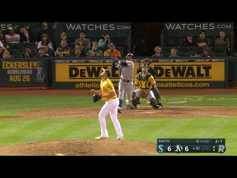 Martin's solo homer puts the Mariners ahead