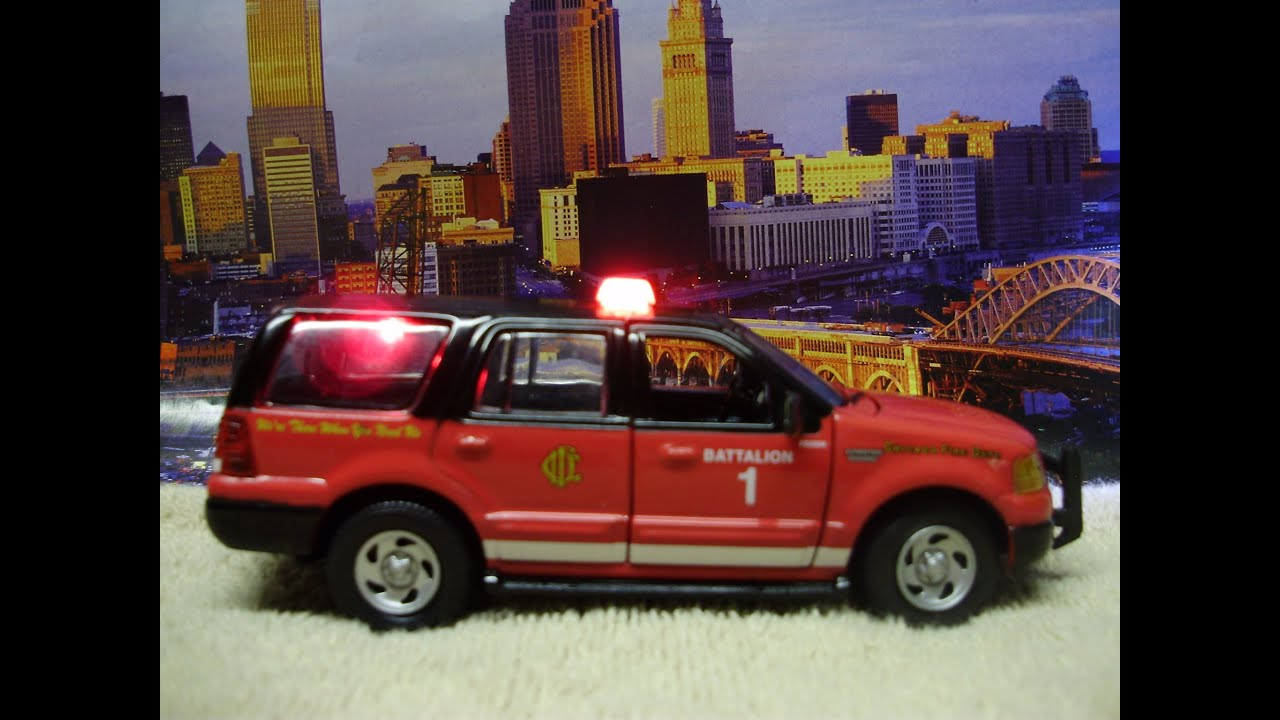custom  scale chicago fire department diecast expedition  working strobes youtube