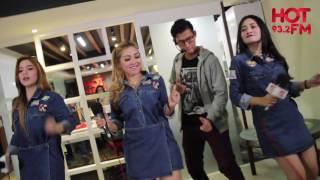 TRIO MACAN MENGGOYANG STUDIO HOT FM DENGAN LAGU IWAK PEYEK