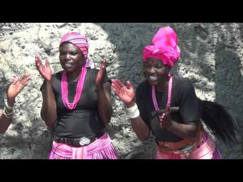 Dansere ved baobabtre i Outapi.