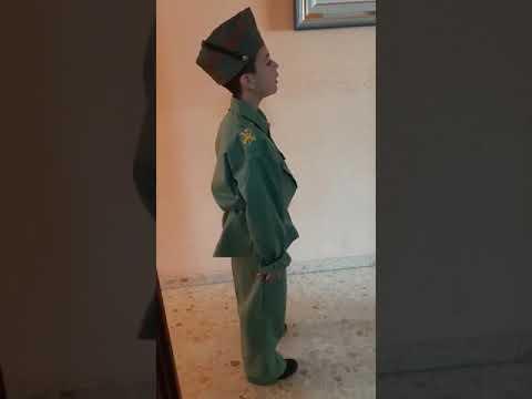 Hugo, de 7 años, canta 'El novio de la muerte' en casa ya que no puede hacerlo en la calle