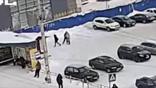 Неизвестный жестко избил женщин на парковке в Петрозаводске