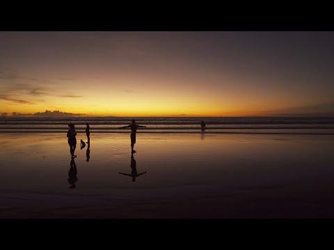 【4K】BALI Experience : Walking at Kuta Beach During Sunset