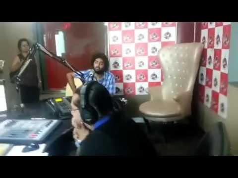 Arijit Singh Singing Tum Hi Ho Aashiqui 2 Live & Unplugged