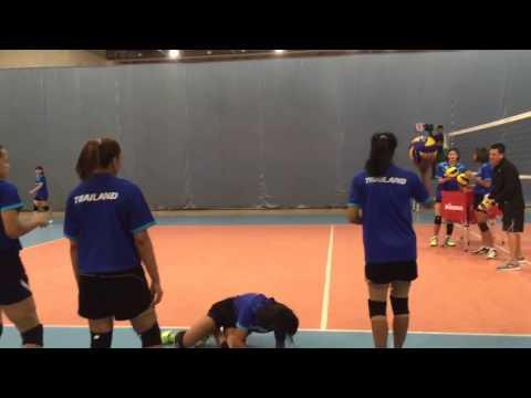 วอลเลย์บอลหญิงชิงแชมป์เอเชีย จะเป็นอย่างไรเมื่อบีม-บุ๋มบิ๋ม ฝึกไล่บอล