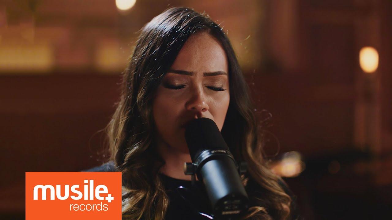 Download Amanda Rodrigues  - Distrações (Live Session)