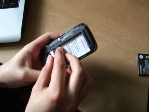 Zdejmowanie simlocka Motorola Gleam - KOD