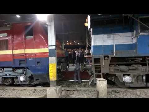 Rare Coupling: Electric Loco with Diesel Loco at Howrah Station || at 13023 Howrah-Gaya Express