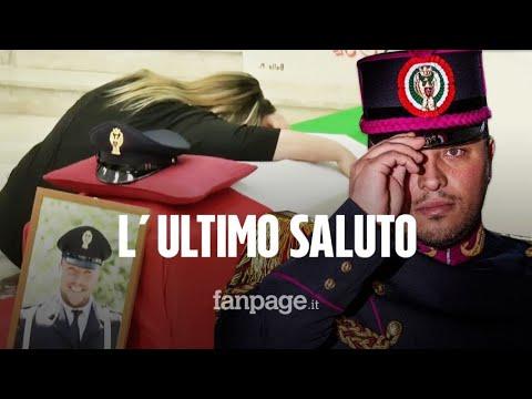 I funerali del poliziotto Pasquale Apicella: le lacrime della moglie Giuliana