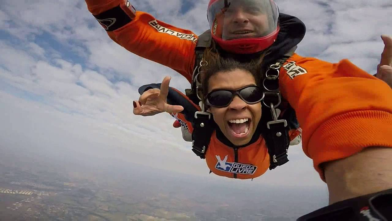 Salto de Paraquedas da Luciana P na Queda Livre Paraquedismo 29 07 2016