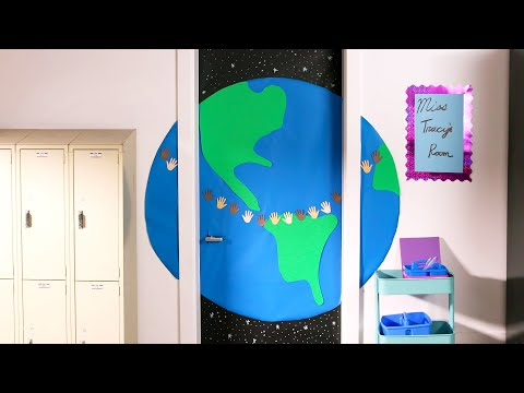 Genius Back-To-School Door Decor Ideas In 15 Minutes Or Less // Presented By BuzzFeed & GEICO