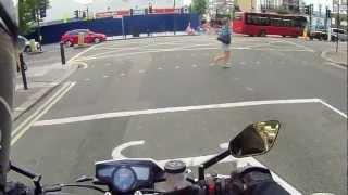 Мотоциклисты пугают пешеходов