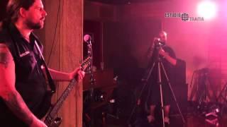 A banda Sepultura tocando ao vivo no Estúdio Trama.