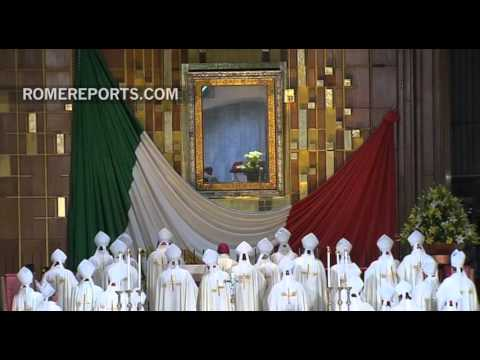Pope prays alone before the Virgin of Guadalupe