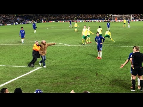 Morata red card. Chelsea fan on pitch confronts ref. Norwich player hands fan his dropped cigarettes