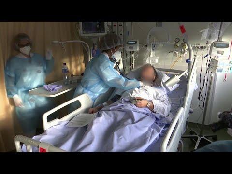 Ситуация с коронавирусом в мире значительно хуже, чем была весной, заявили в ВОЗ.