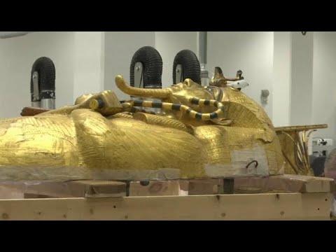 استعداد حثيث في مصر قبل أشهر من عرض تابوت الملك توت عنخ آمون الذهبي…  - 15:56-2019 / 10 / 10