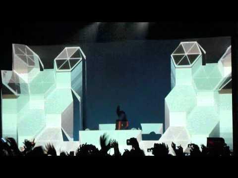 Skrillex - Breakin' A Sweat live mp3