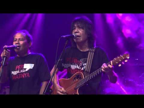 Raja Pane Feat Ian Antono   Panggung Sandiwara God Bless