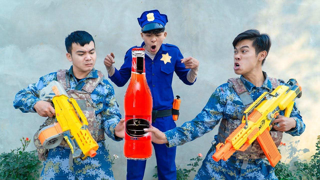 Battle Nerf War POLICE COMPETITION Nerf Guns Two Idiots STRONGBOW BATTLE NERF FUNNIEST
