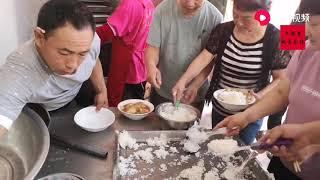 【盧保貴視覺影像】主家用大锅菜招待帮忙的邻居,你们那里的风俗也是这样的吗?