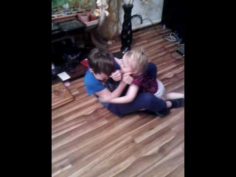 Девушки лижуд писю мальчика видео фото 334-68