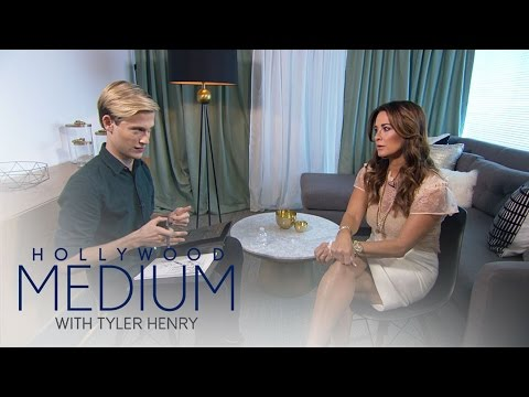 Kyle Richards Has Emotional Reading With Tyler Henry | Hollywood Medium with Tyler Henry | E!