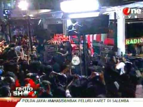 Power Metal - Timur Tragedi at RadioShow 30 Maret 2012.flv