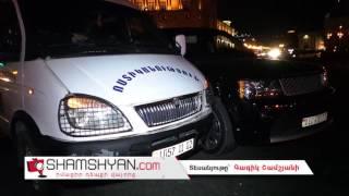 Ավտովթար Երևանում  Հանրապետության հրապարակում բախվել են Range Rover ն ու ոստիկանության Газель ը