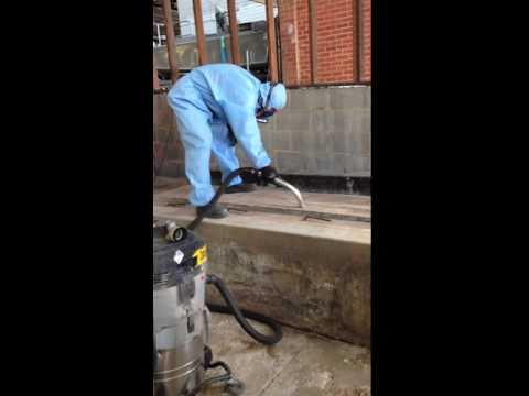 asbestos-dust-vacuuming