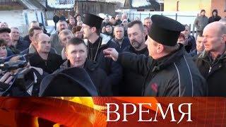 На Украине нарастает давление на каноническую православную церковь.