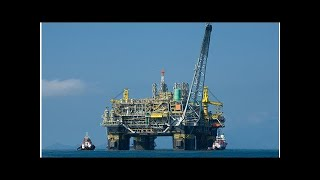 Смотреть видео Цена нефти марки Brent упала ниже 76 долларов за баррель онлайн