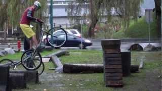 www.biketrials-japan.com トライアルパークにあるコンクリートパイプの...