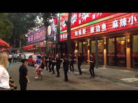 Restaurant staff in Beijing is dancing for new customers