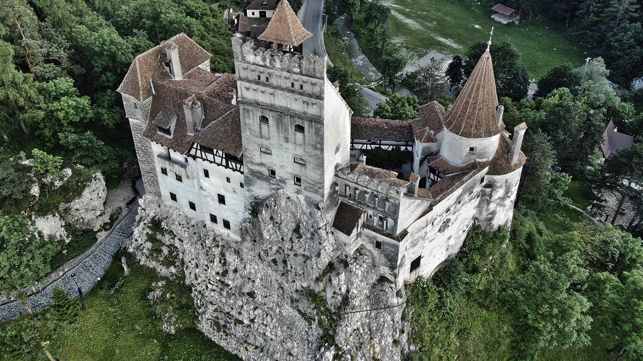 Así es el castillo real de DRÁCULA en Transilvania