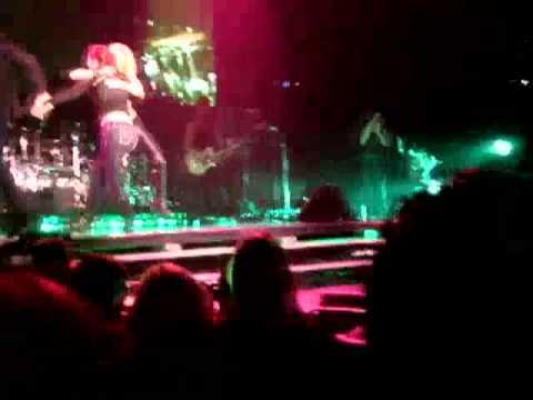 SHAKIRA SAN DIEGO - Fan Falls on Stage, Shakira Picks her up 10/15