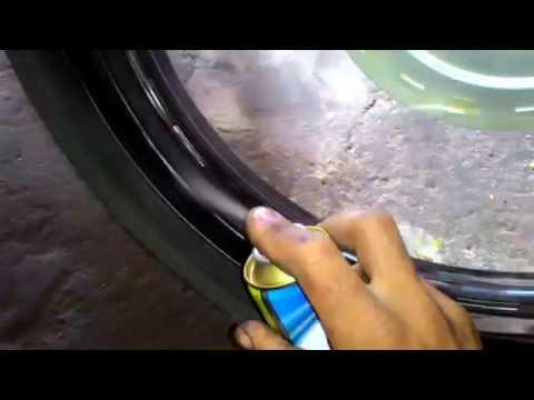 Como pintar rodas de Moto com spray sem tirar do lugar.
