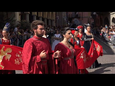 Palio di Asti 2016, corteo storico composto da circa 1200 figuranti in costumi medioevali.