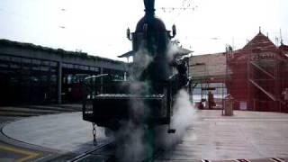 une serie de sifflet de machines à vapeur