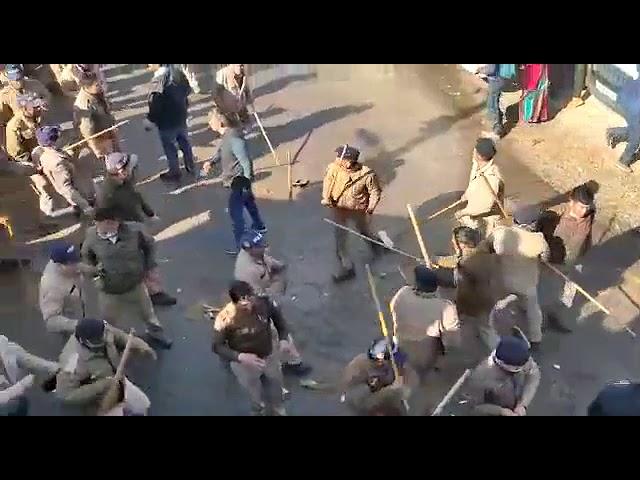 गैरसैंण  घाट ब्लॉक की सड़क चौड़ीकरण की मांग कर रहे प्रदर्शनकारियों पर पुलिस ने किया लाठीचार्ज