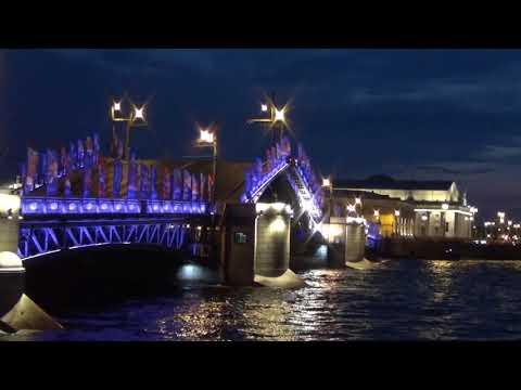 Как разводят литейный мост