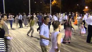 Шапелуаз - бельгийский танец в парке Горького