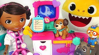 Let's treat the baby shark, Pororo! Doc McStuffins Magic Talking Doc & Care Cart! #PinkyPopTOY