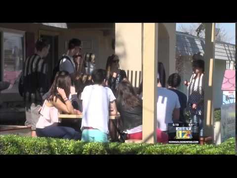 Thirty French students visiting California hot spots