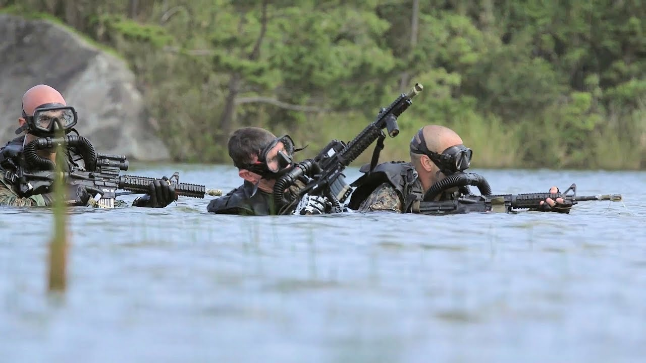Recon Marines Conduct Dive, Live-Fire